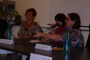 Marina Castiglione ad una tavola rotonda